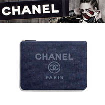 CHANEL Casual Style Canvas Clutches