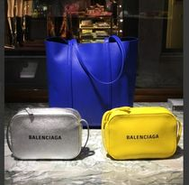 BALENCIAGA EVERYDAY TOTE Casual Style Unisex Street Style 2WAY Plain Leather