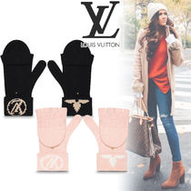 Louis Vuitton Monogram Wool Street Style Smartphone Use Gloves