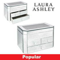 Laura Ashley With Jewels Décor