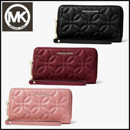 74960577754e ... Michael Kors Long Wallets Jet Set Large Quilted Leather Smartphone  Wristlet ...