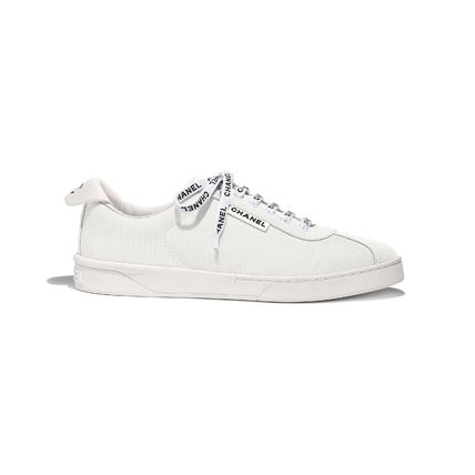CHANEL Low-Top Round Toe Lace-up Casual Style Plain Logo Low-Top Sneakers 3