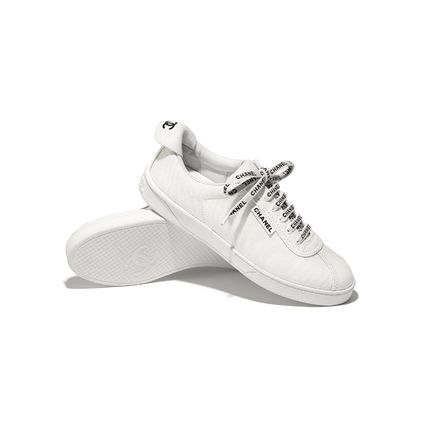 CHANEL Low-Top Round Toe Lace-up Casual Style Plain Logo Low-Top Sneakers 5