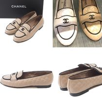 CHANEL Round Toe Bi-color Plain Leather Block Heels Elegant Style