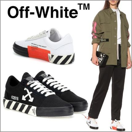 Round Toe Rubber Sole Casual Style Low-Top Sneakers
