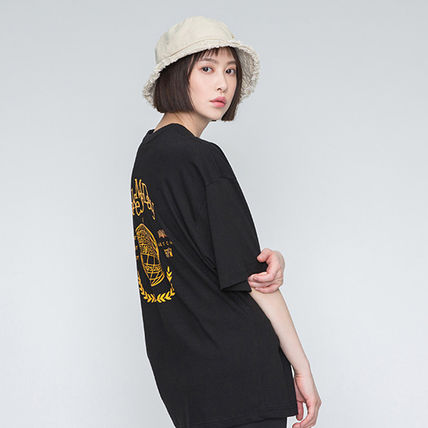 ROMANTIC CROWN More T-Shirts Unisex Street Style Oversized T-Shirts 12