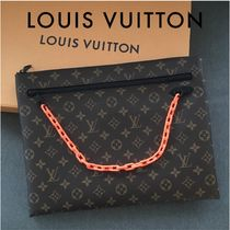 Louis Vuitton MONOGRAM Monogram Unisex Canvas Street Style Chain Clutches