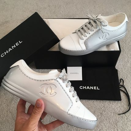 CHANEL Low-Top Plain Toe Casual Style Bi-color Plain Leather