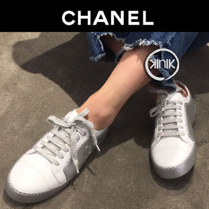 CHANEL Low-Top Plain Toe Casual Style Bi-color Plain Leather 2