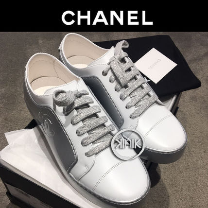 CHANEL Low-Top Plain Toe Casual Style Bi-color Plain Leather 3