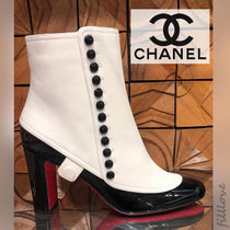 CHANEL Bi-color Plain Leather Elegant Style Chunky Heels