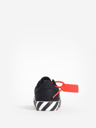 Off-White Sneakers Sneakers 18