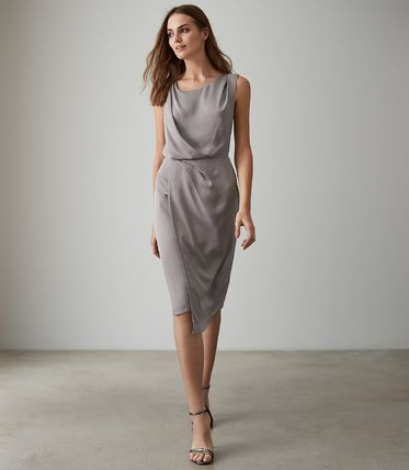 Tight Sleeveless Plain Medium Dresses