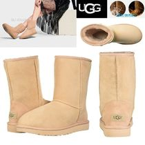 UGG Australia CLASSIC SHORT Round Toe Casual Style Sheepskin Plain Boots Boots