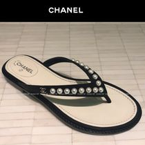 CHANEL Plain Leather Flip Flops With Jewels Elegant Style