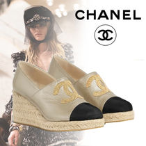 CHANEL Round Toe Blended Fabrics Street Style Bi-color Leather