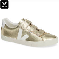 VEJA Plain Leather Low-Top Sneakers