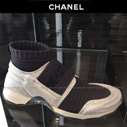 CHANEL Low-Top Round Toe Casual Style Bi-color Glitter Logo