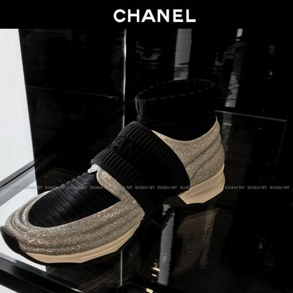 CHANEL Low-Top Round Toe Casual Style Bi-color Glitter Logo 2