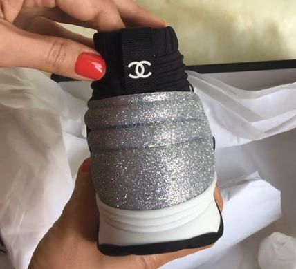 CHANEL Low-Top Round Toe Casual Style Bi-color Glitter Logo 5