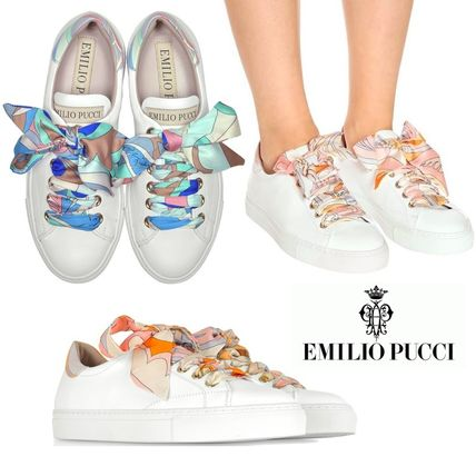 Round Toe Lace-up Low-Top Sneakers