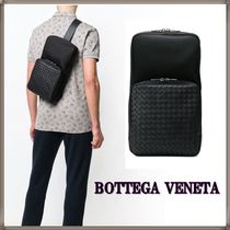 BOTTEGA VENETA Unisex Plain Leather Messenger & Shoulder Bags