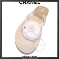 CHANEL ICON Open Toe Rubber Sole Plain Leather Flip Flops Elegant Style