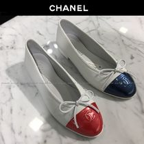 CHANEL Bi-color Leather Logo Ballet Shoes