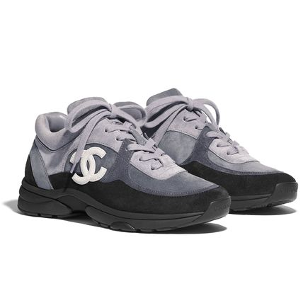 CHANEL Low-Top Plain Toe Casual Style Suede Plain Logo Low-Top Sneakers 4