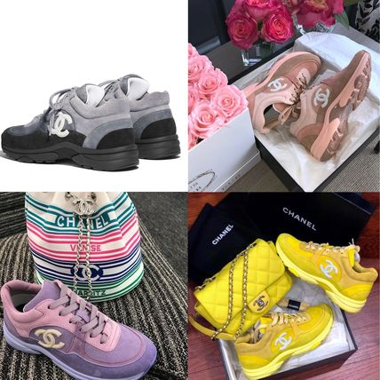 CHANEL Low-Top Plain Toe Casual Style Suede Plain Logo Low-Top Sneakers 5