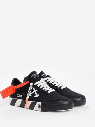 Off-White Low-Top Low-Top Sneakers