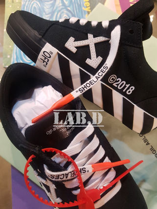 Off-White Low-Top Low-Top Sneakers 15