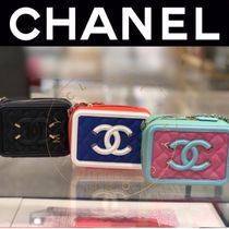 CHANEL ICON Casual Style Calfskin Street Style Vanity Bags Chain Plain