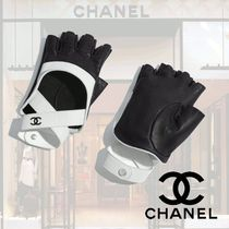 CHANEL Bi-color Leather Leather & Faux Leather Gloves