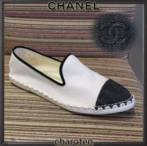 CHANEL ICON Plain Toe Rubber Sole Casual Style Bi-color Plain Flats