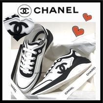 CHANEL ICON Casual Style Unisex Bi-color Plain Low-Top Sneakers
