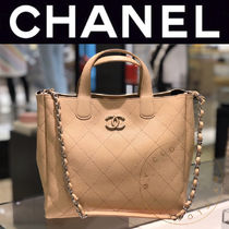 CHANEL MATELASSE Casual Style Street Style A4 2WAY Chain Plain Leather Totes