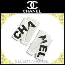 CHANEL Leather Leather & Faux Leather Gloves