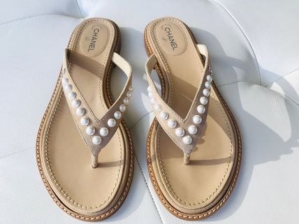 CHANEL Flat Plain Leather Flip Flops With Jewels Elegant Style 2