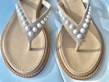 CHANEL Flat Plain Leather Flip Flops With Jewels Elegant Style 3