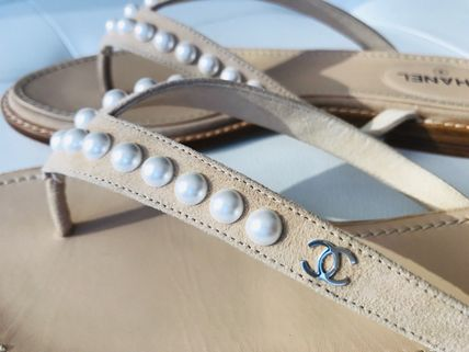 CHANEL Flat Plain Leather Flip Flops With Jewels Elegant Style 4