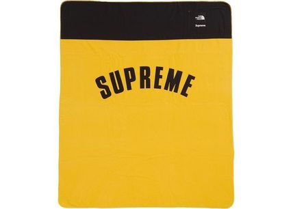 Supreme Unisex Street Style Collaboration Outdoor