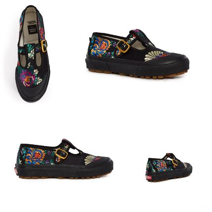 Unisex Blended Fabrics Collaboration Plain Low-Top Sneakers