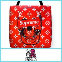SHANE BOWDEN Street Style Totes