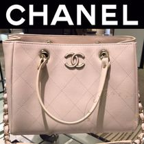 CHANEL MATELASSE Casual Style Calfskin Street Style A4 2WAY Chain Plain Totes
