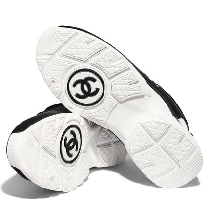 CHANEL Low-Top Casual Style Plain Logo Low-Top Sneakers 5
