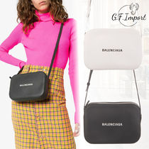 BALENCIAGA EVERYDAY TOTE Lambskin Elegant Style Shoulder Bags