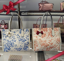 GUCCI Flower Patterns Leather Elegant Style Handbags