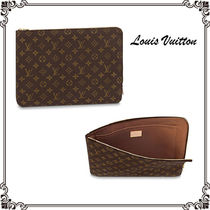 Louis Vuitton MONOGRAM Monogram Unisex Canvas Street Style Bag in Bag A4 Clutches