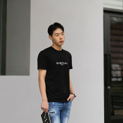 GIVENCHY More T-Shirts Street Style T-Shirts 8